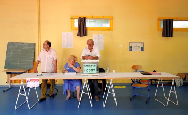 マクロン「1強」に熱狂なし 低投票率、既成政党は惨敗 >>> 支持率、投票率、効率いいアイディア思いつきました