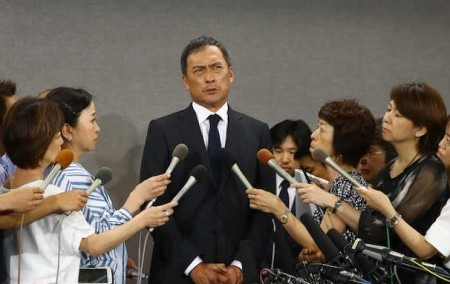 渡辺謙タジタジ不倫謝罪会見 リポーター猛追及に「隙だらけ」  >>> 奥さんと国民教育的に謝罪はしなくていいよ