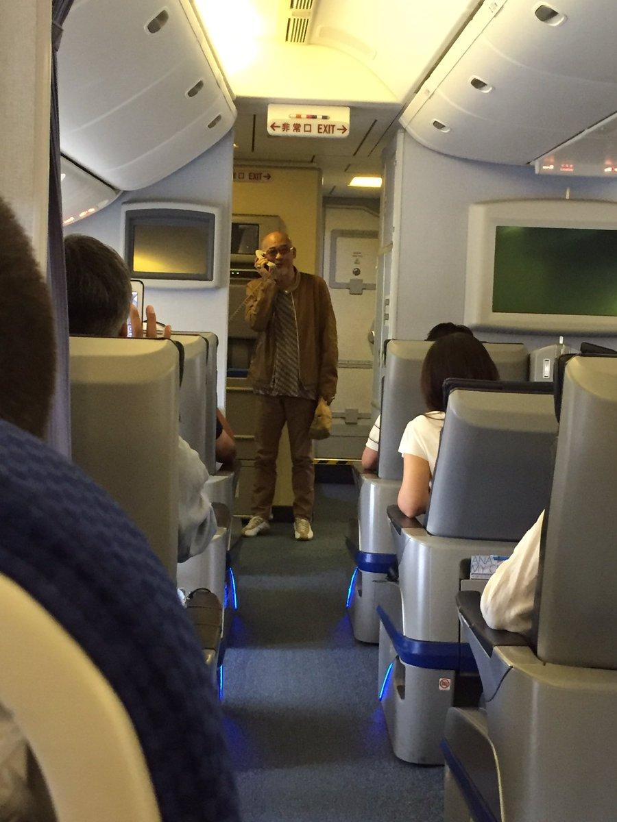 松山千春、遅延にピリピリの機内で突然「果て〜し〜ない〜♪」→ 乗客から拍手喝采 >>> 会社のプロ意識は。ちょい前のタラップ問題は