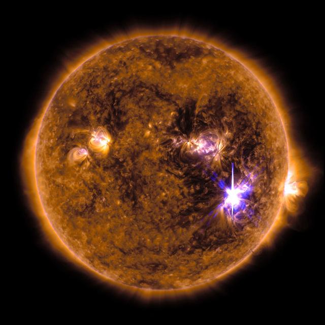 太陽フレア、北海道にオーロラ? 噴出ガス間もなく到達 >>> 地球が仲良くなるチャンス